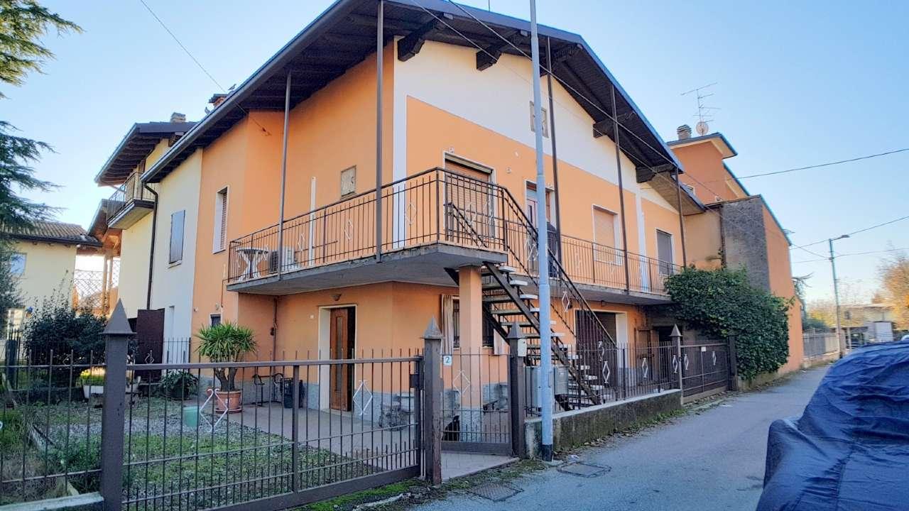 Porzione di casa in discrete condizioni in vendita Rif. 8898247