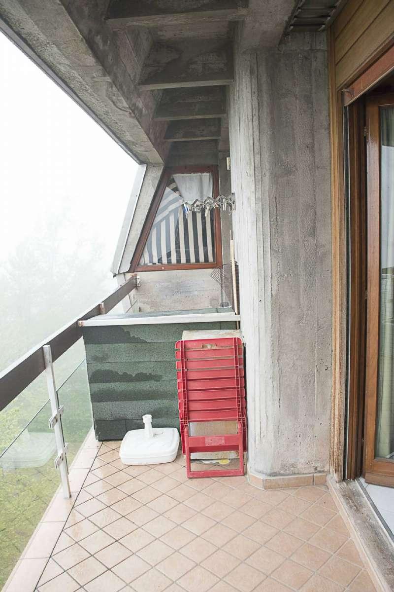 Appartamento in buone condizioni parzialmente arredato in vendita Rif. 6951186