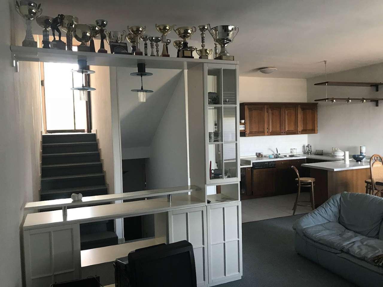 Appartamento in buone condizioni arredato in vendita Rif. 8340086
