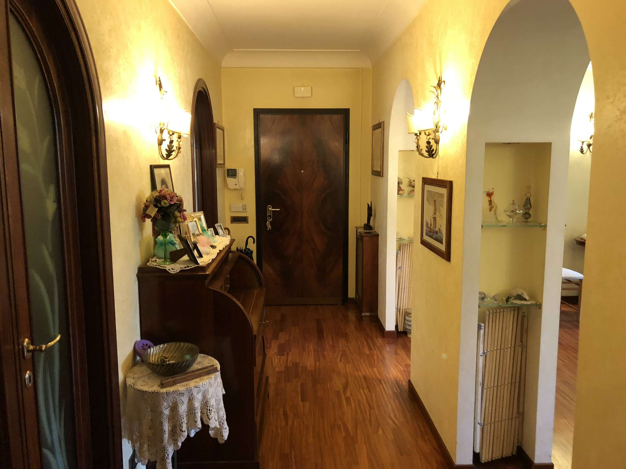 Appartamento in ottime condizioni in vendita Rif. 6727611