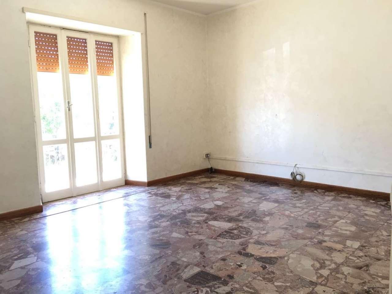 Appartamento in buone condizioni in affitto Rif. 7283115