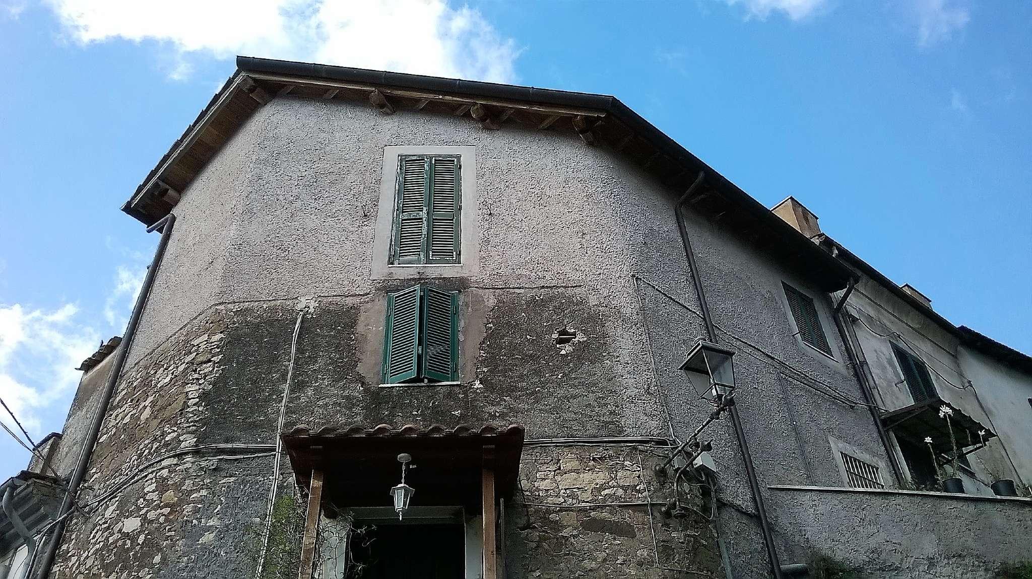 Appartamento in buone condizioni in vendita Rif. 8646227