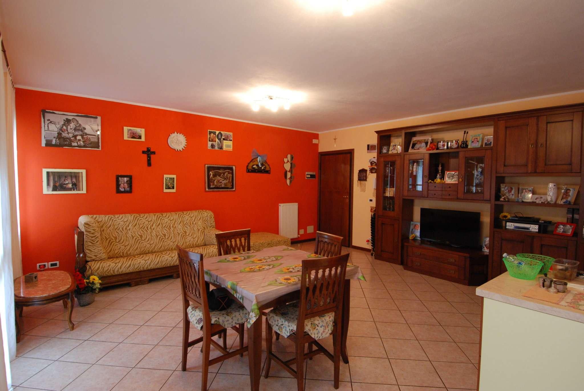 Appartamento in ottime condizioni parzialmente arredato in vendita Rif. 7139450