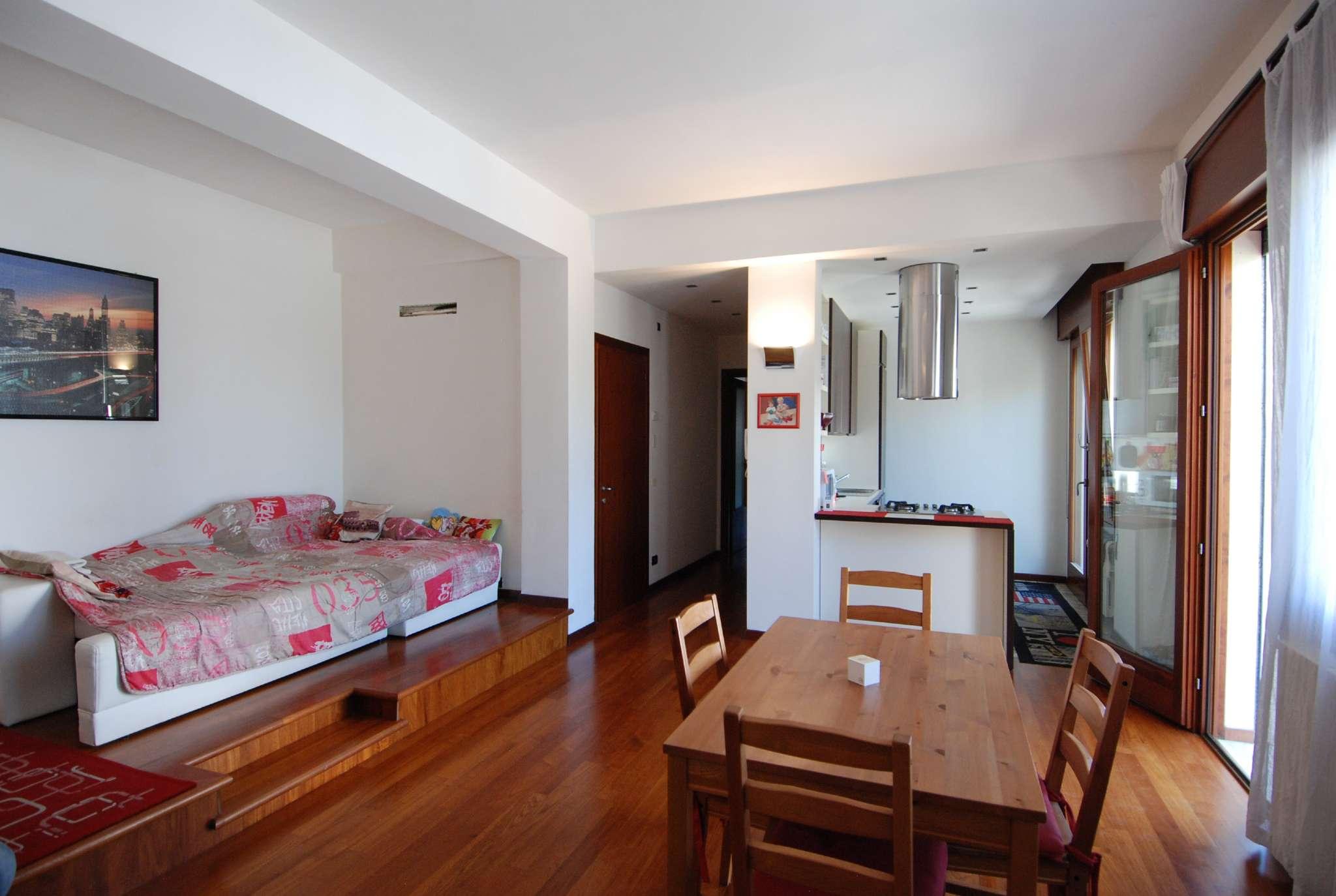 Appartamento in buone condizioni parzialmente arredato in vendita Rif. 7363252