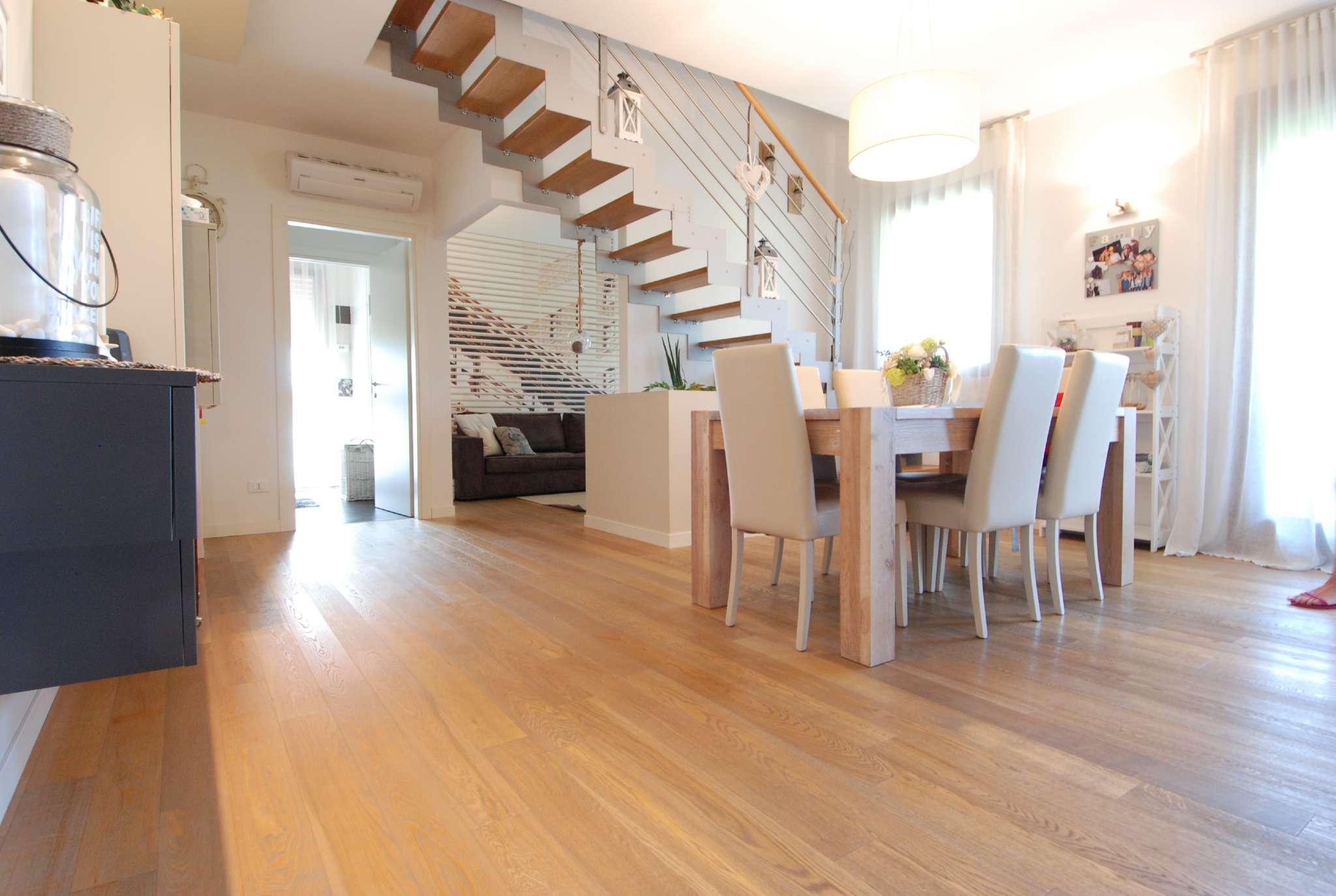 Appartamento in ottime condizioni arredato in vendita Rif. 7439143