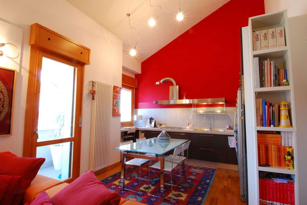 Appartamento in buone condizioni in vendita Rif. 8400267