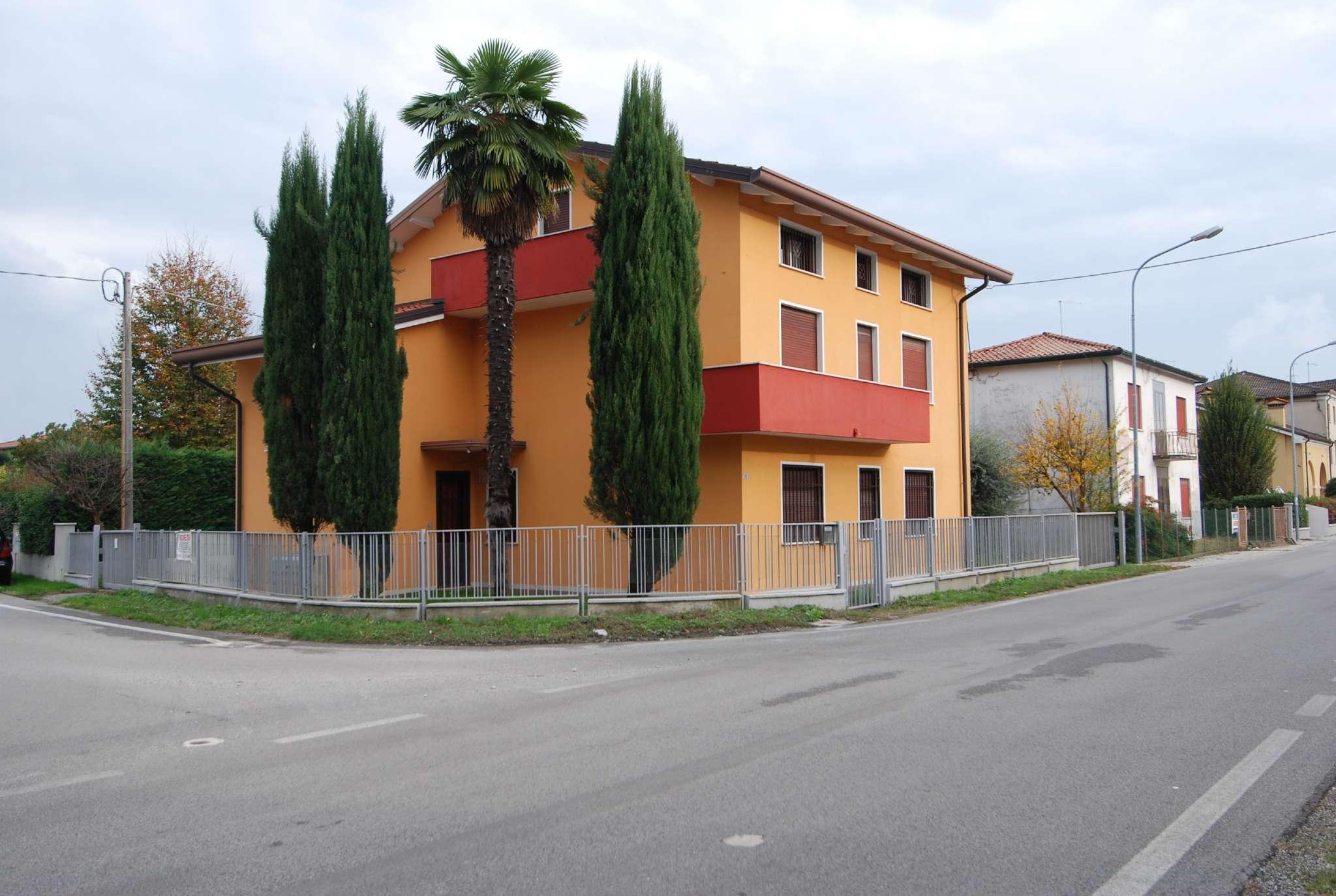 Casa Indipendente ristrutturato parzialmente arredato in vendita Rif. 8522107