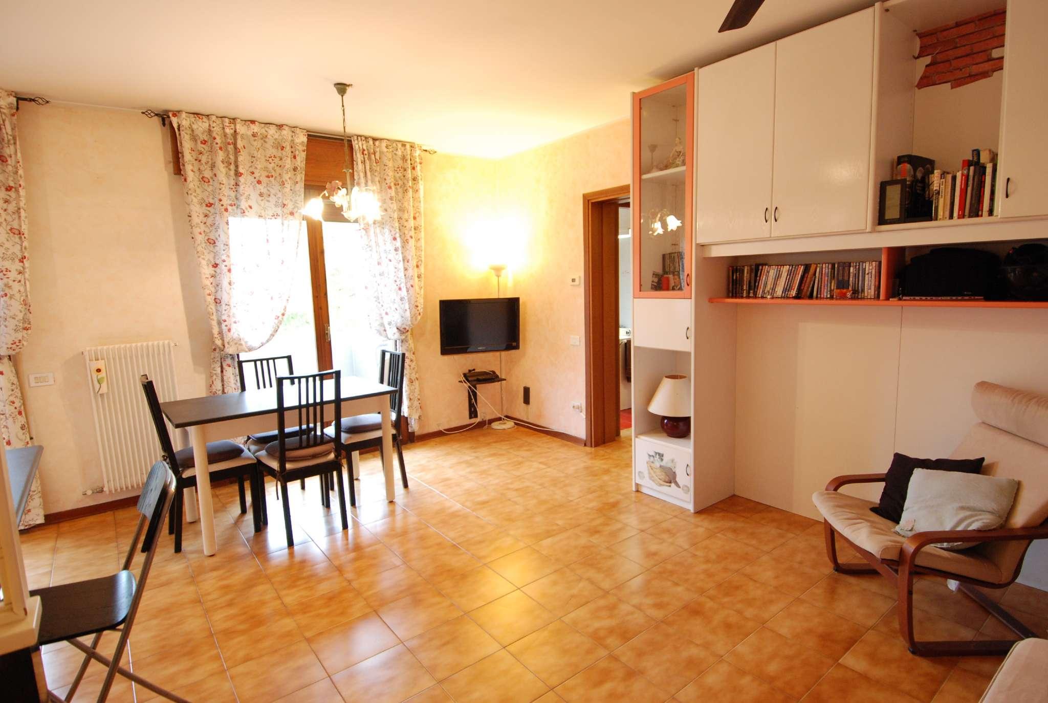 Appartamento in buone condizioni parzialmente arredato in vendita Rif. 8609825