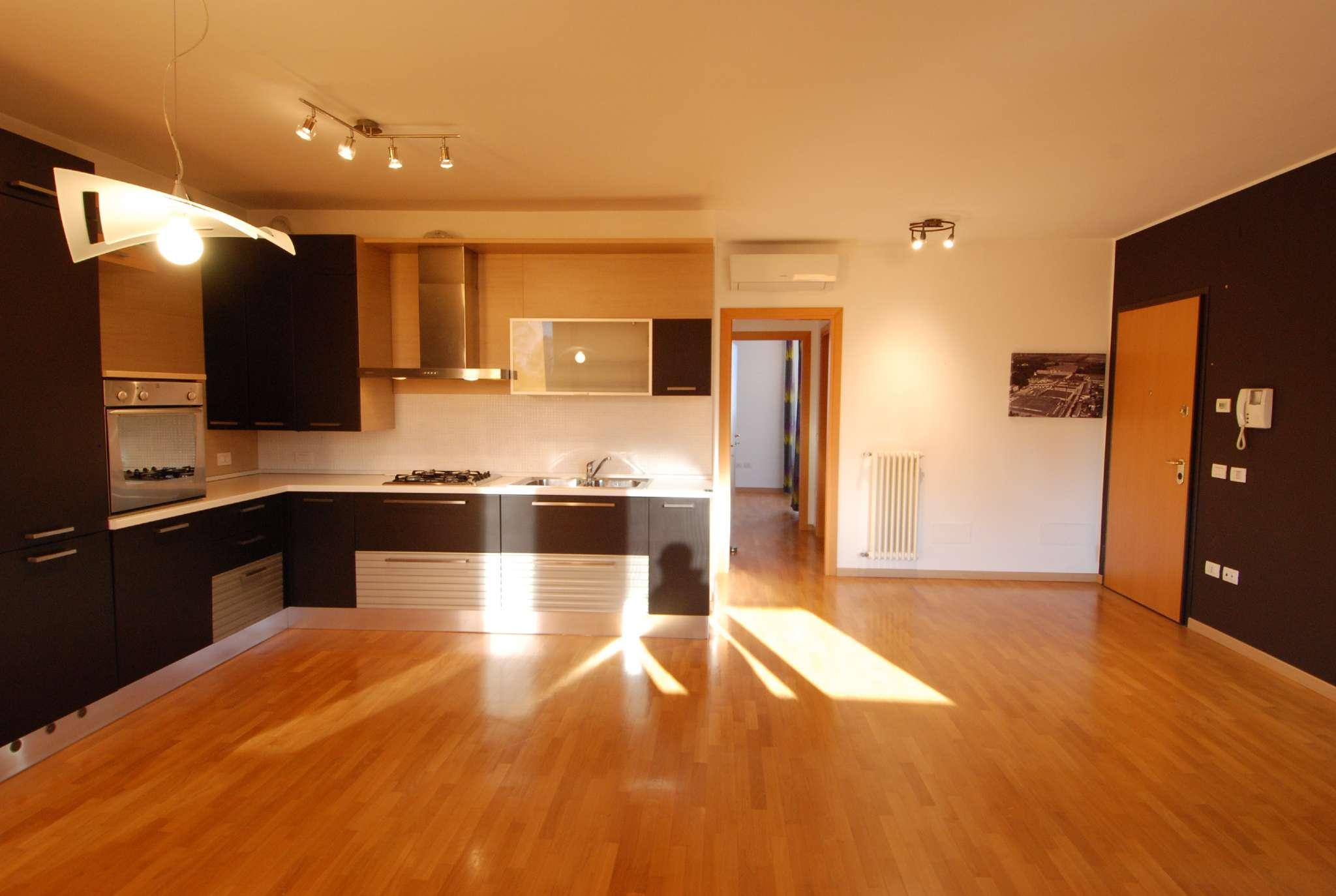 Appartamento in ottime condizioni parzialmente arredato in vendita Rif. 8662519
