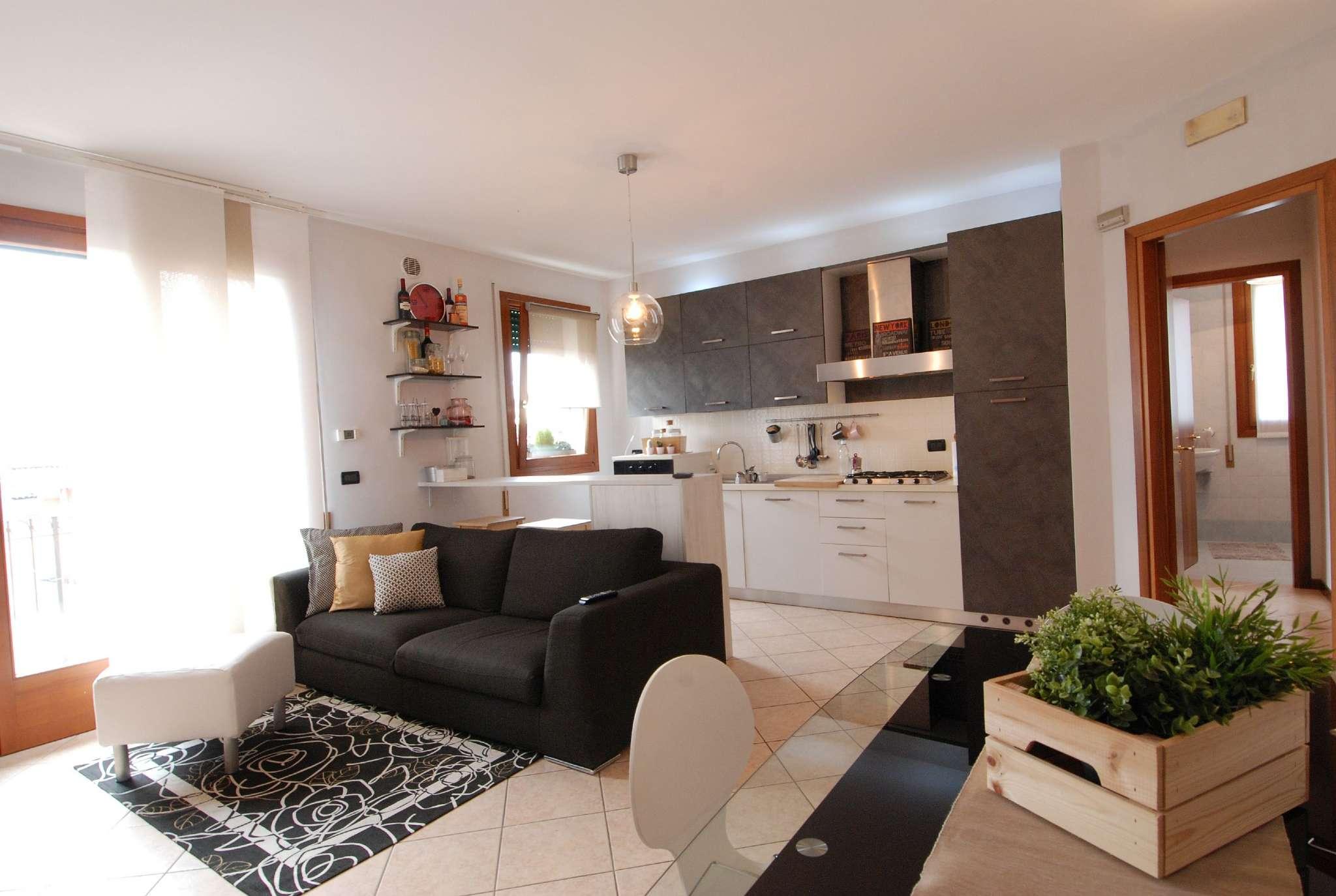 Appartamento in ottime condizioni parzialmente arredato in vendita Rif. 8831598