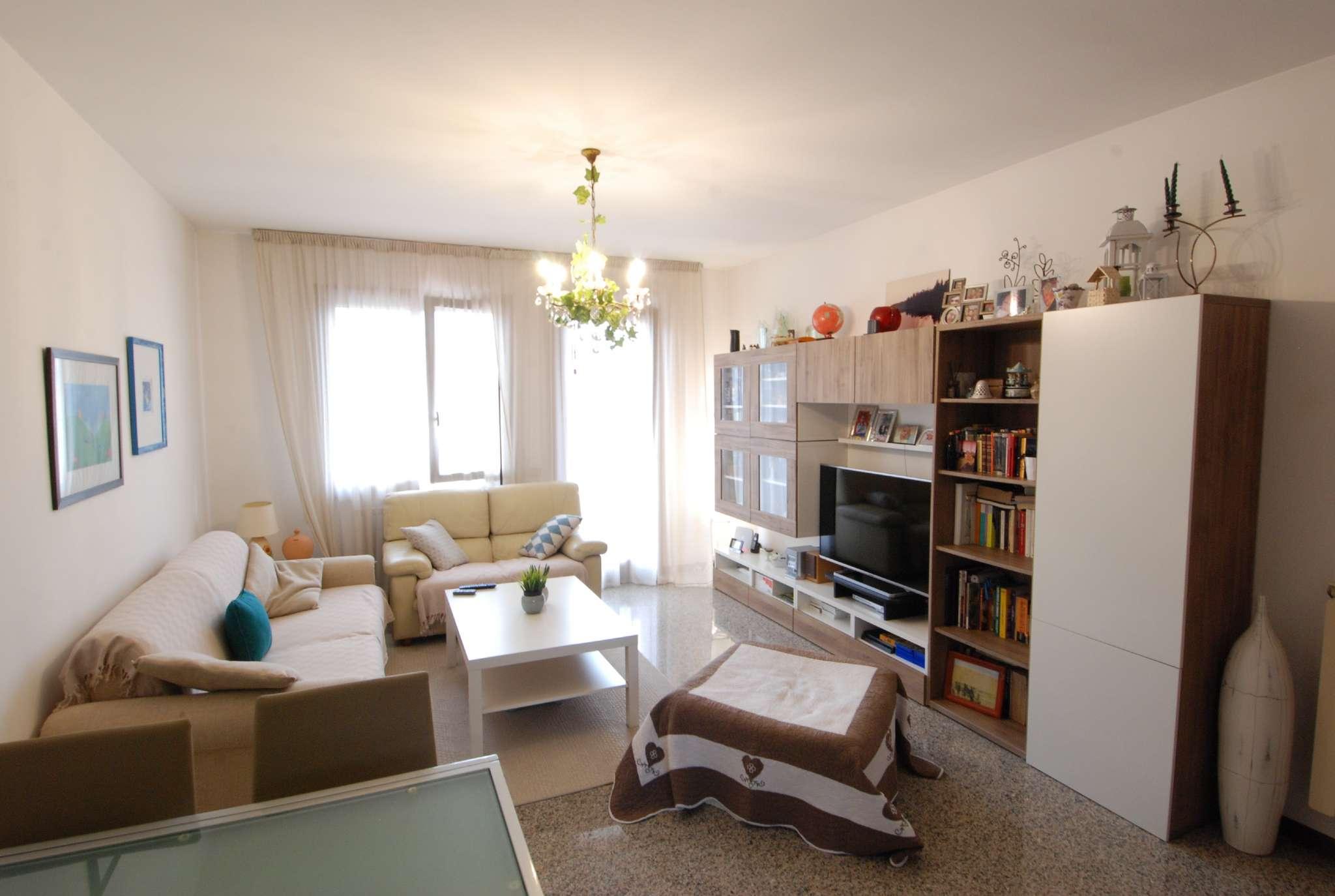 Appartamento in buone condizioni parzialmente arredato in vendita Rif. 9155583