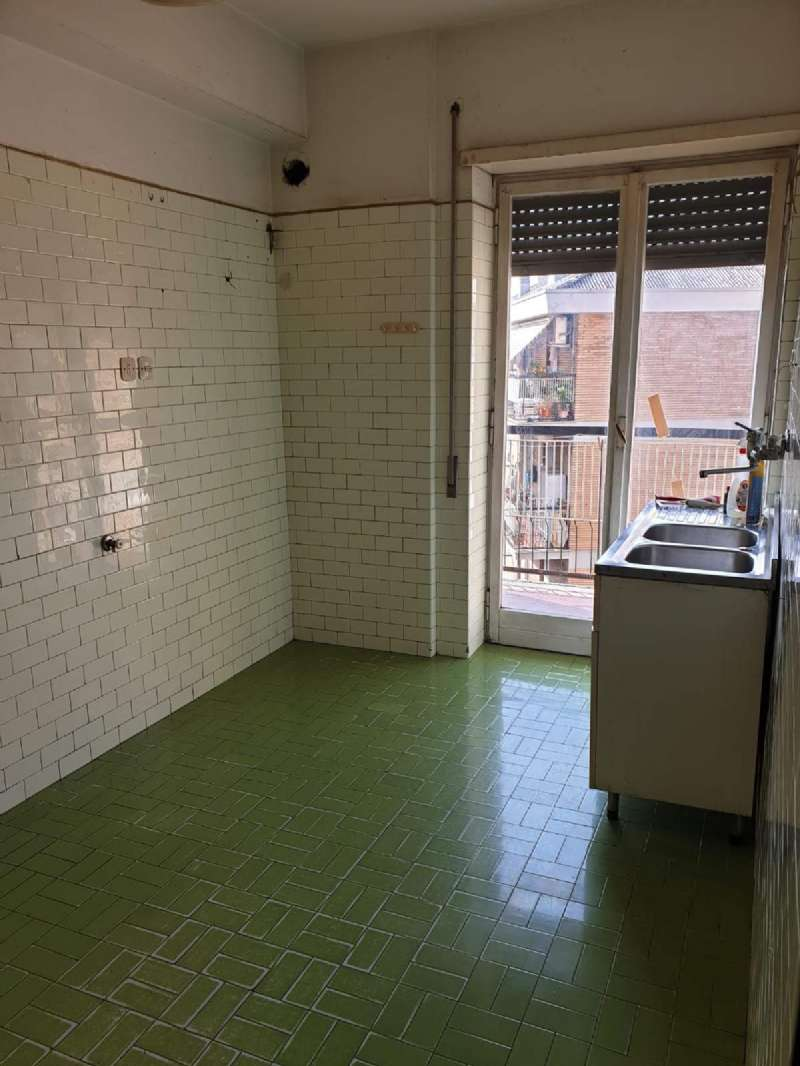 Appartamento in vendita a Roma, 3 locali, zona Zona: 20 . Marconi - Ostiense, prezzo € 255.000   CambioCasa.it