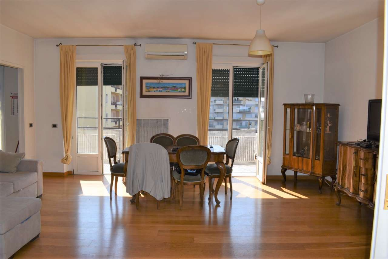 Appartamento in vendita a Roma, 4 locali, zona Zona: 20 . Marconi - Ostiense, prezzo € 440.000   CambioCasa.it