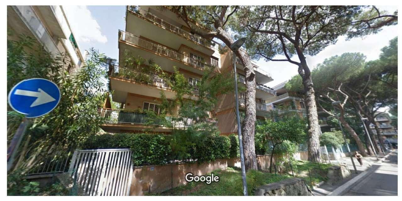 Appartamento in buone condizioni in vendita Rif. 8244348