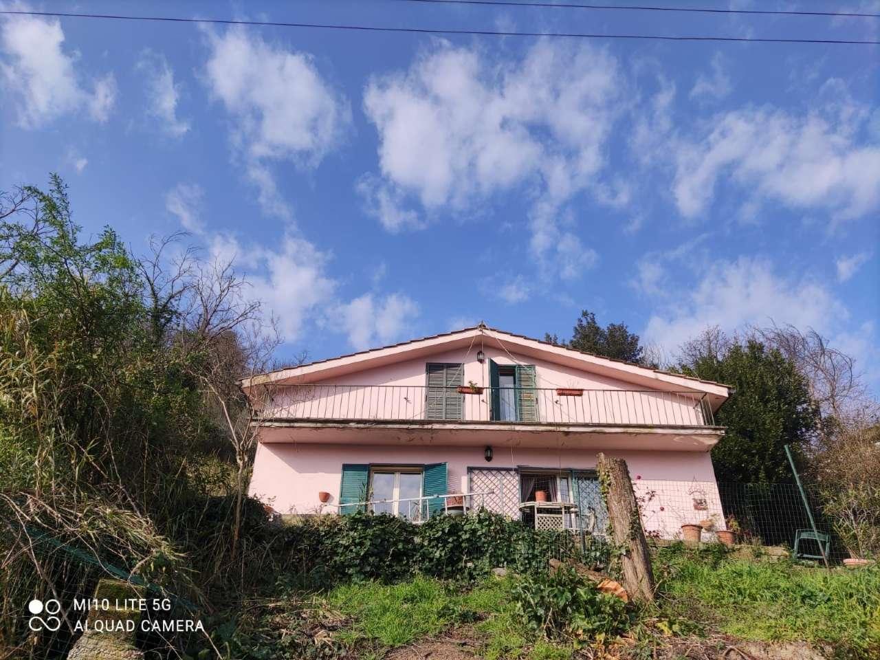 Villa in vendita a Morlupo, 5 locali, prezzo € 130.000 | CambioCasa.it