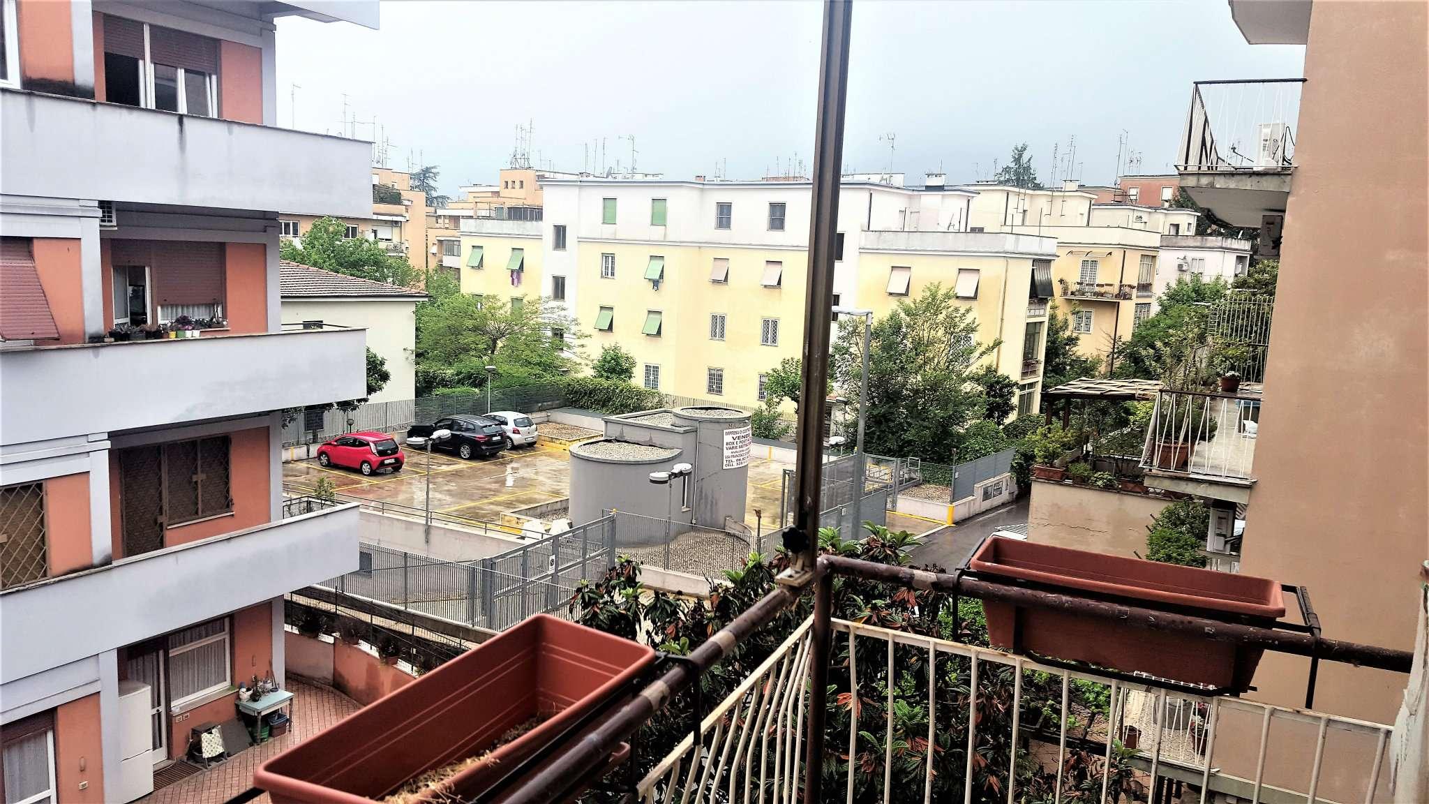 Appartamento in buone condizioni parzialmente arredato in affitto Rif. 8035803