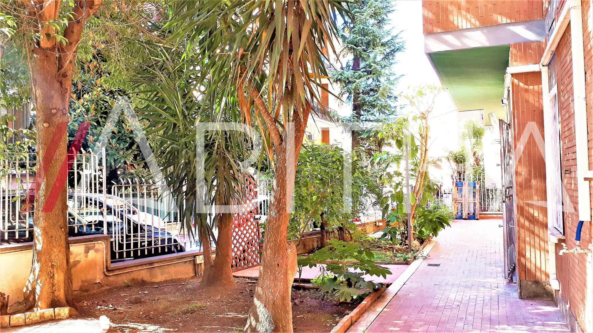 Appartamento in discrete condizioni in vendita Rif. 7947066