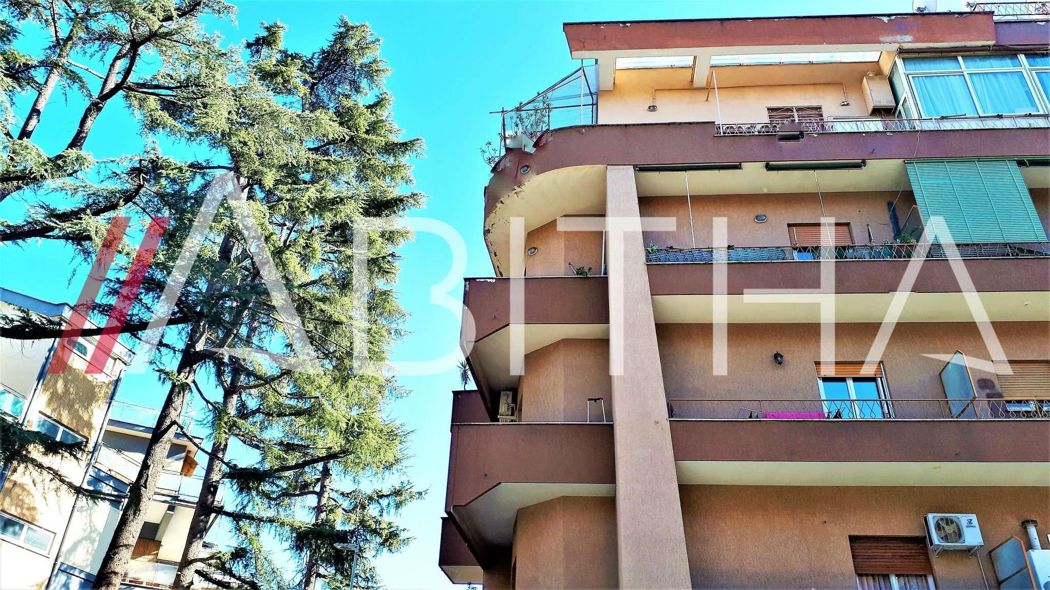 Appartamento in buone condizioni in affitto Rif. 9485886
