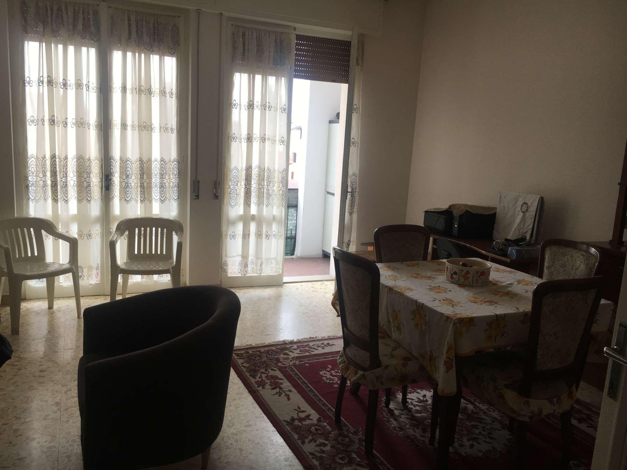Appartamento in buone condizioni in vendita Rif. 8271209
