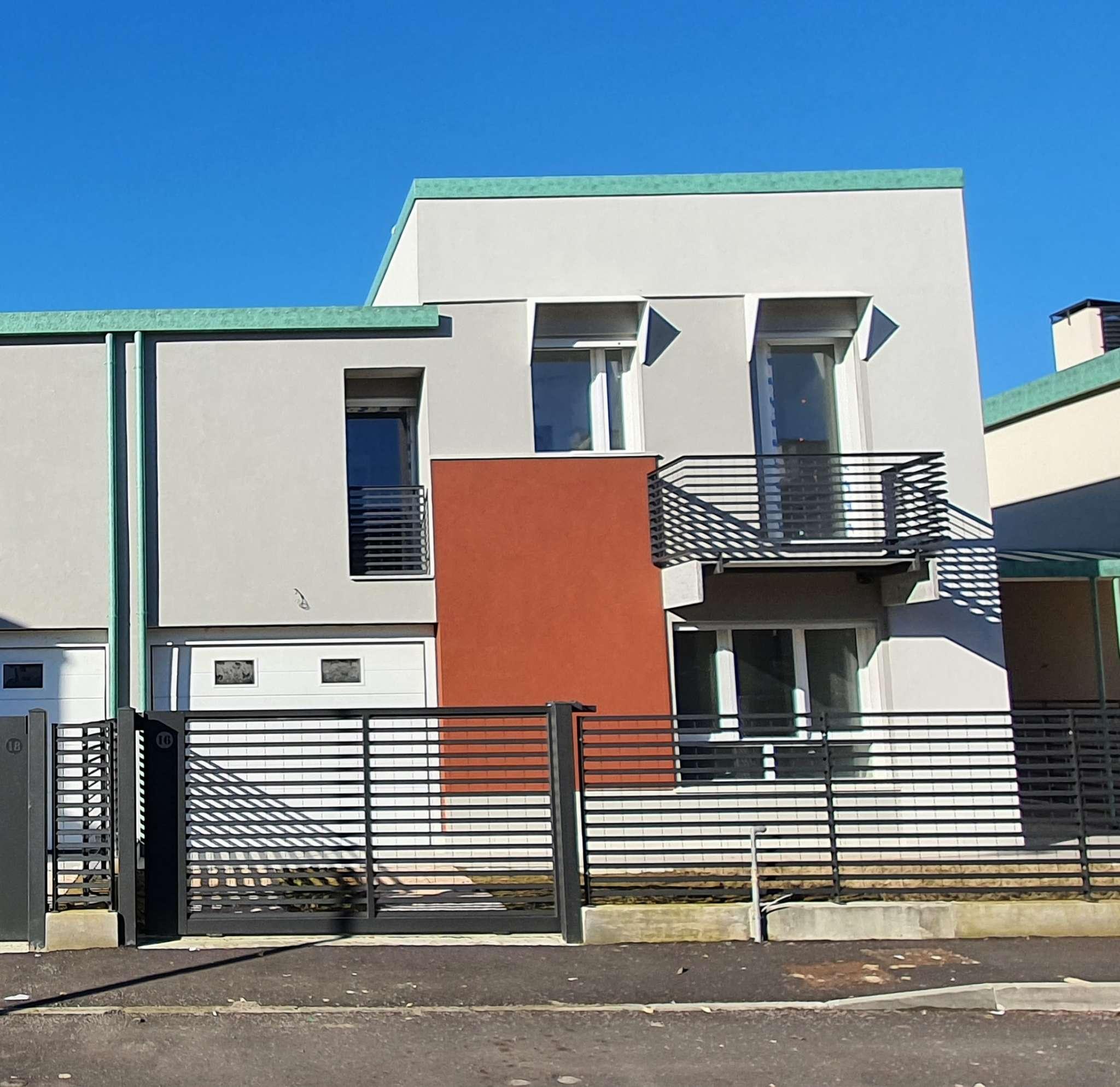 Villa a Schiera in vendita a San Colombano al Lambro, 5 locali, prezzo € 300.000 | PortaleAgenzieImmobiliari.it
