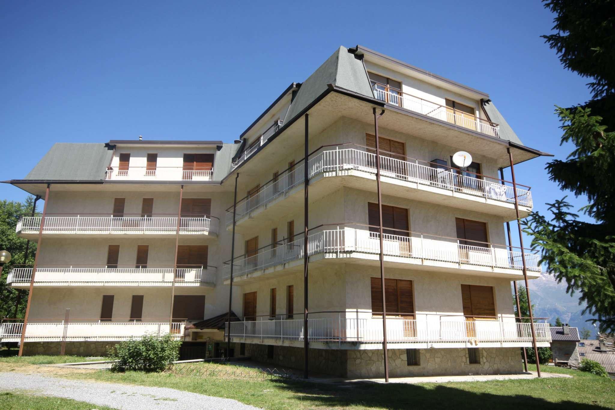 Appartamento in buone condizioni in vendita Rif. 8189081