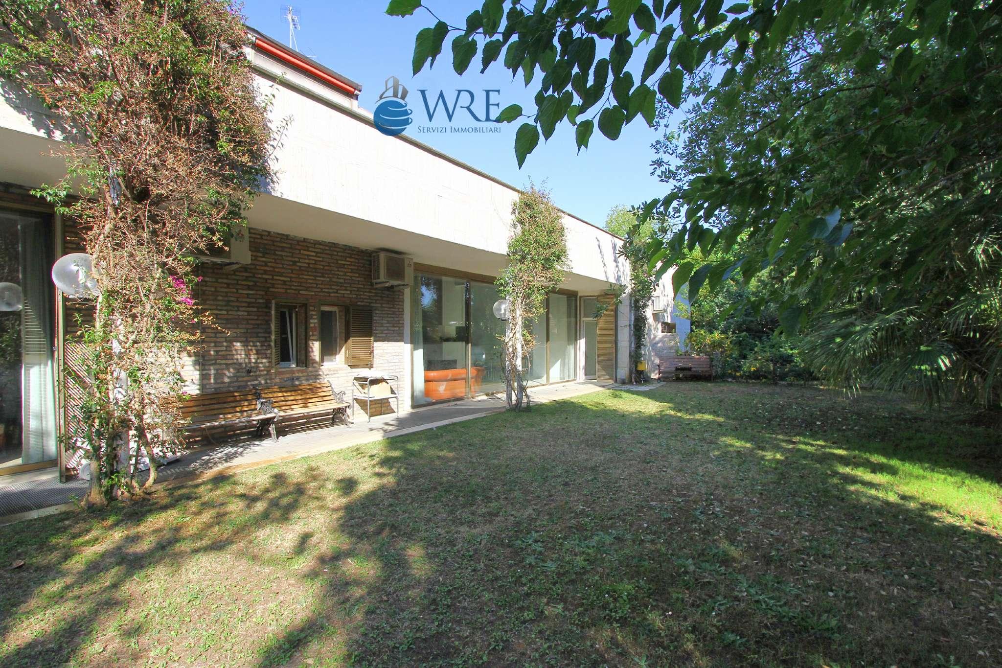 Villa in vendita a Roma, 27 locali, zona Zona: 38 . Acilia, Vitinia, Infernetto, Axa, Casal Palocco, Madonnetta, prezzo € 1.400.000   CambioCasa.it