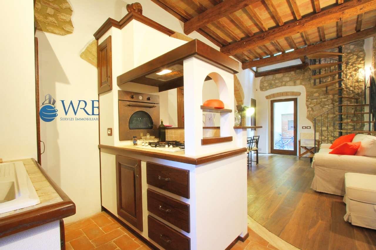 Splendido appartamento 75 mq. ristrutturato nelle mura medievali di Magliano in Toscana