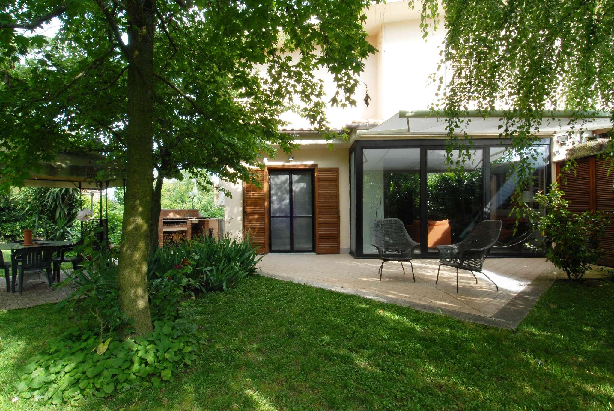 Villa Bifamiliare in vendita a Lariano, 8 locali, prezzo € 345.000 | CambioCasa.it