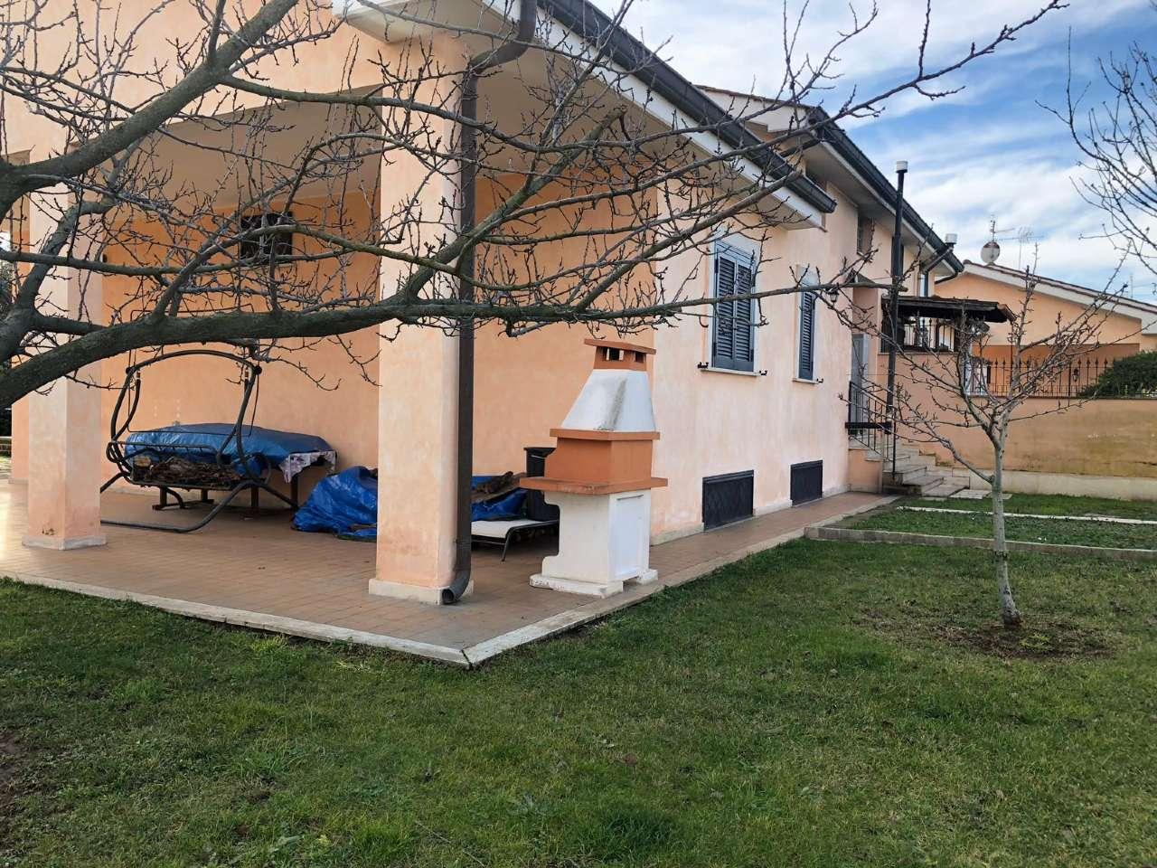 Villa Bifamiliare in vendita a Roma, 8 locali, zona Zona: 18 . Ardeatino - Grotta Perfetta - Fonte Meravigliosa, prezzo € 390.000 | CambioCasa.it