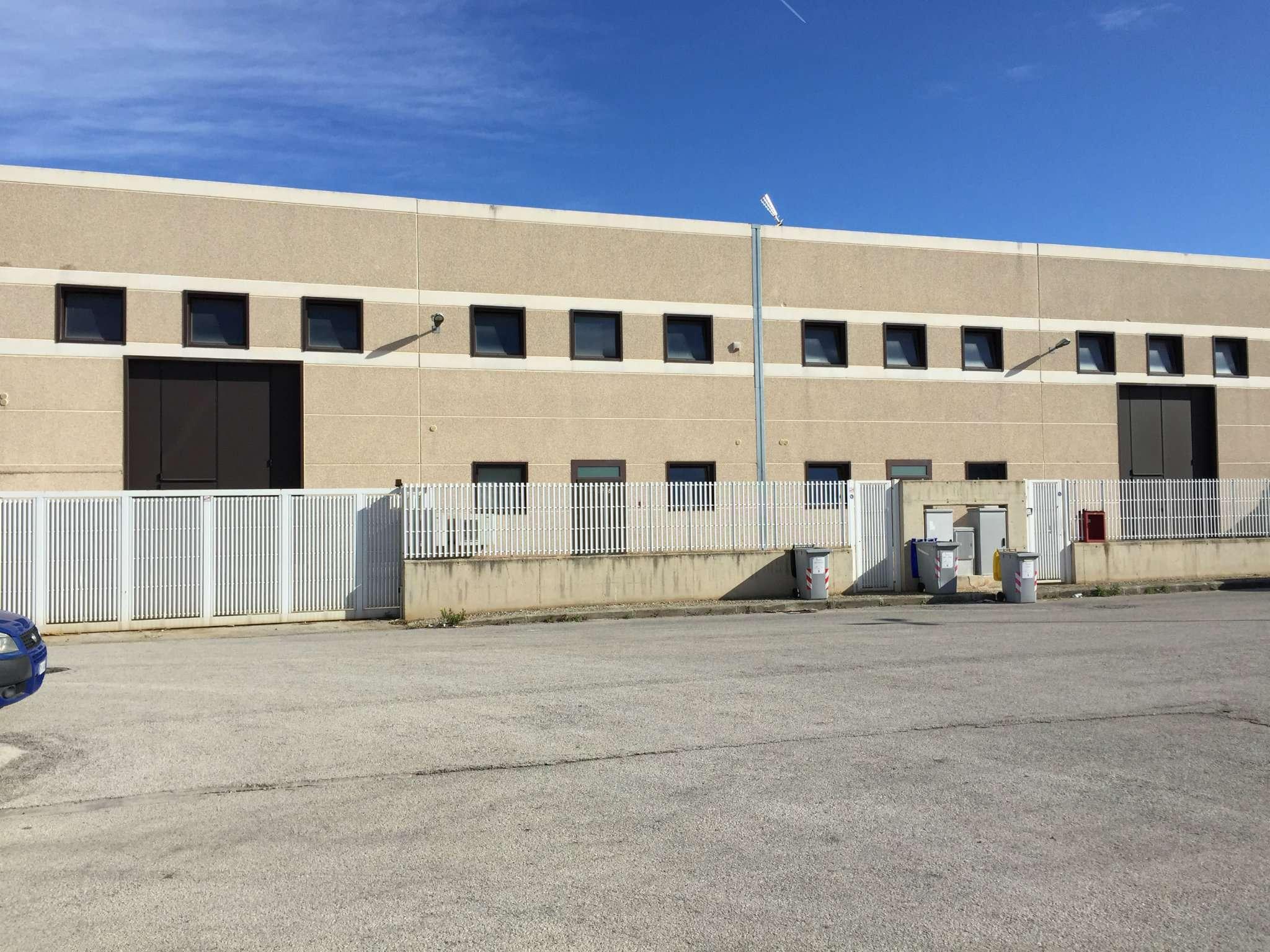 Capannone in vendita a Modugno, 7 locali, prezzo € 750.000 | PortaleAgenzieImmobiliari.it
