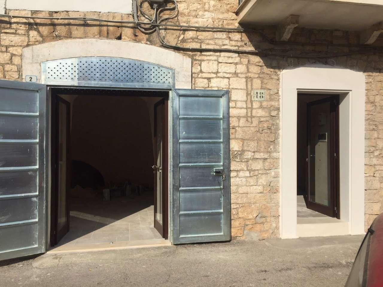 Negozio / Locale in affitto a Bitetto, 2 locali, prezzo € 350 | CambioCasa.it
