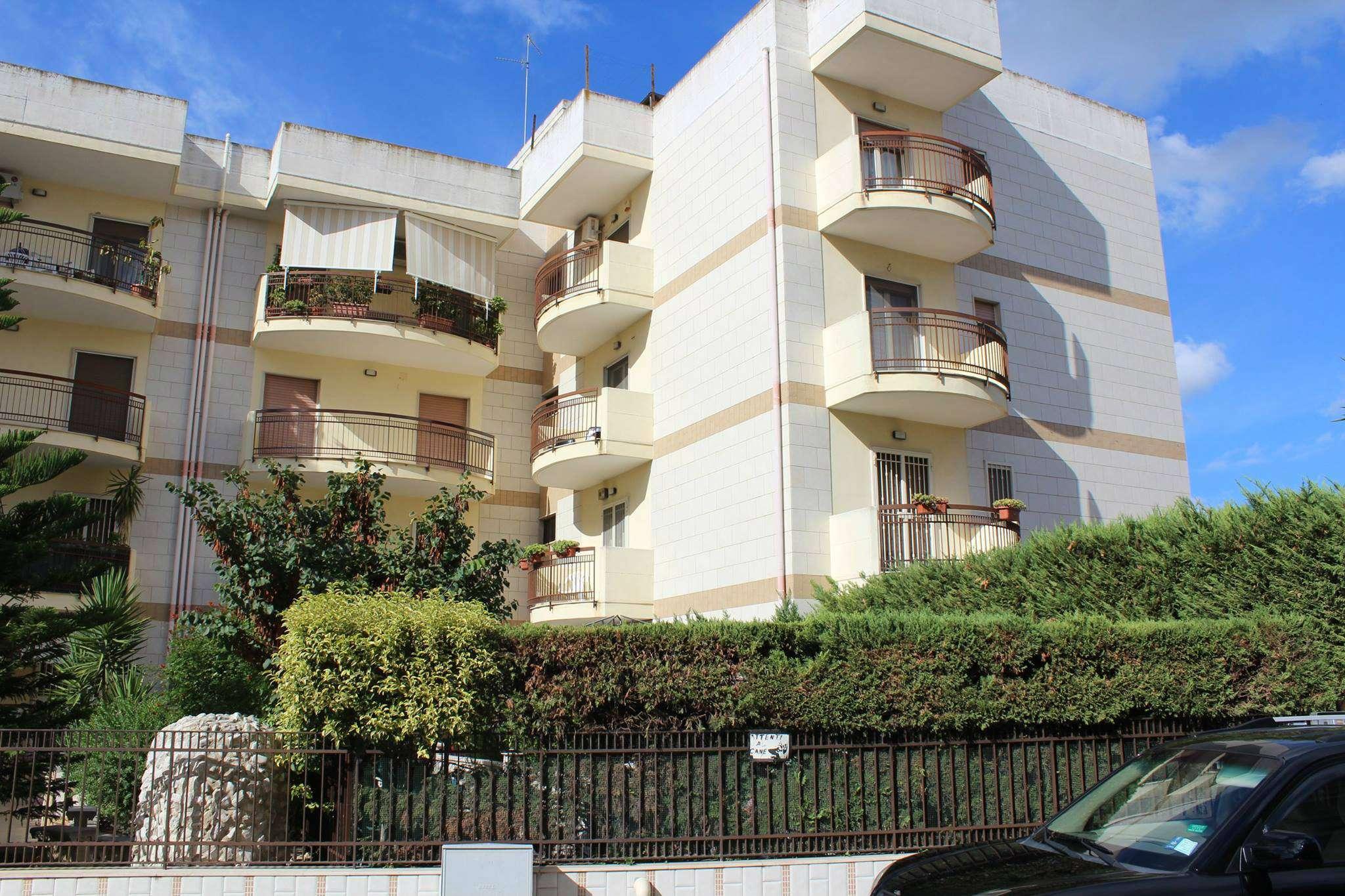 Appartamento in buone condizioni in vendita Rif. 8691912