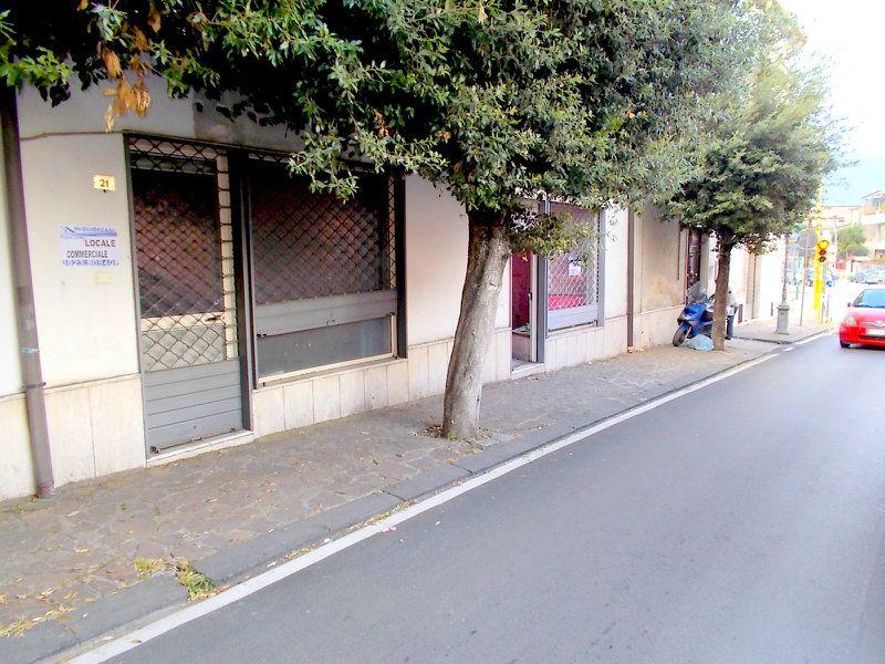Negozio / Locale in affitto a Santa Maria a Vico, 9999 locali, prezzo € 300 | CambioCasa.it