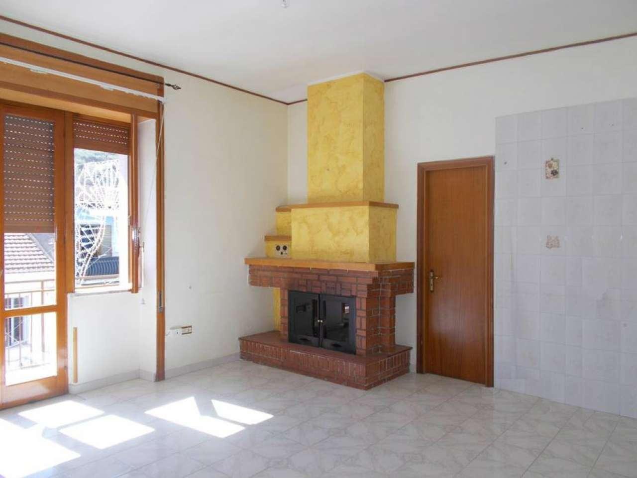 Appartamento in buone condizioni in affitto Rif. 4975868