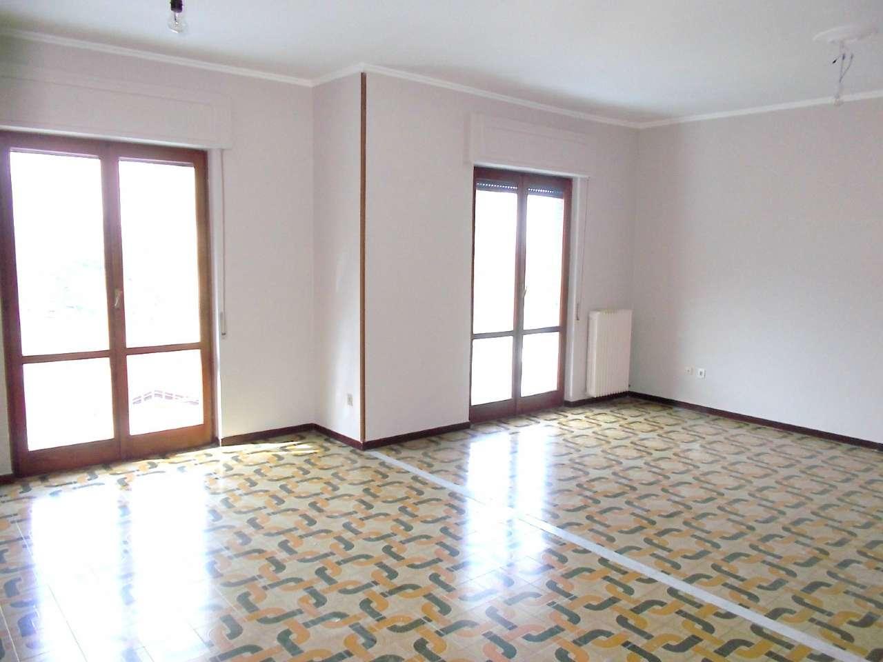 Appartamento in buone condizioni in affitto Rif. 5644398