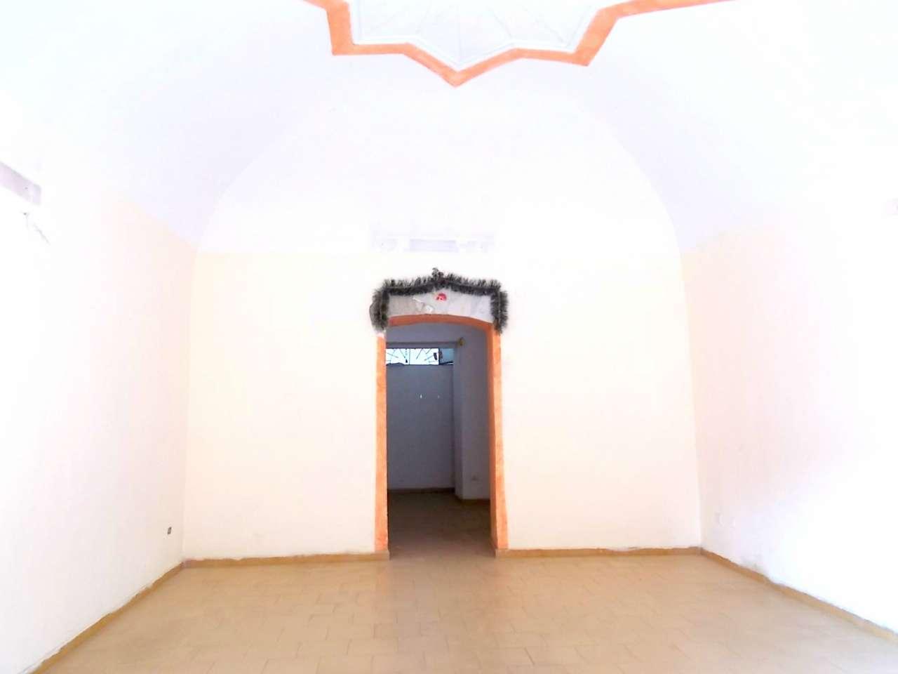 Negozio / Locale in affitto a Santa Maria a Vico, 9999 locali, prezzo € 250 | CambioCasa.it