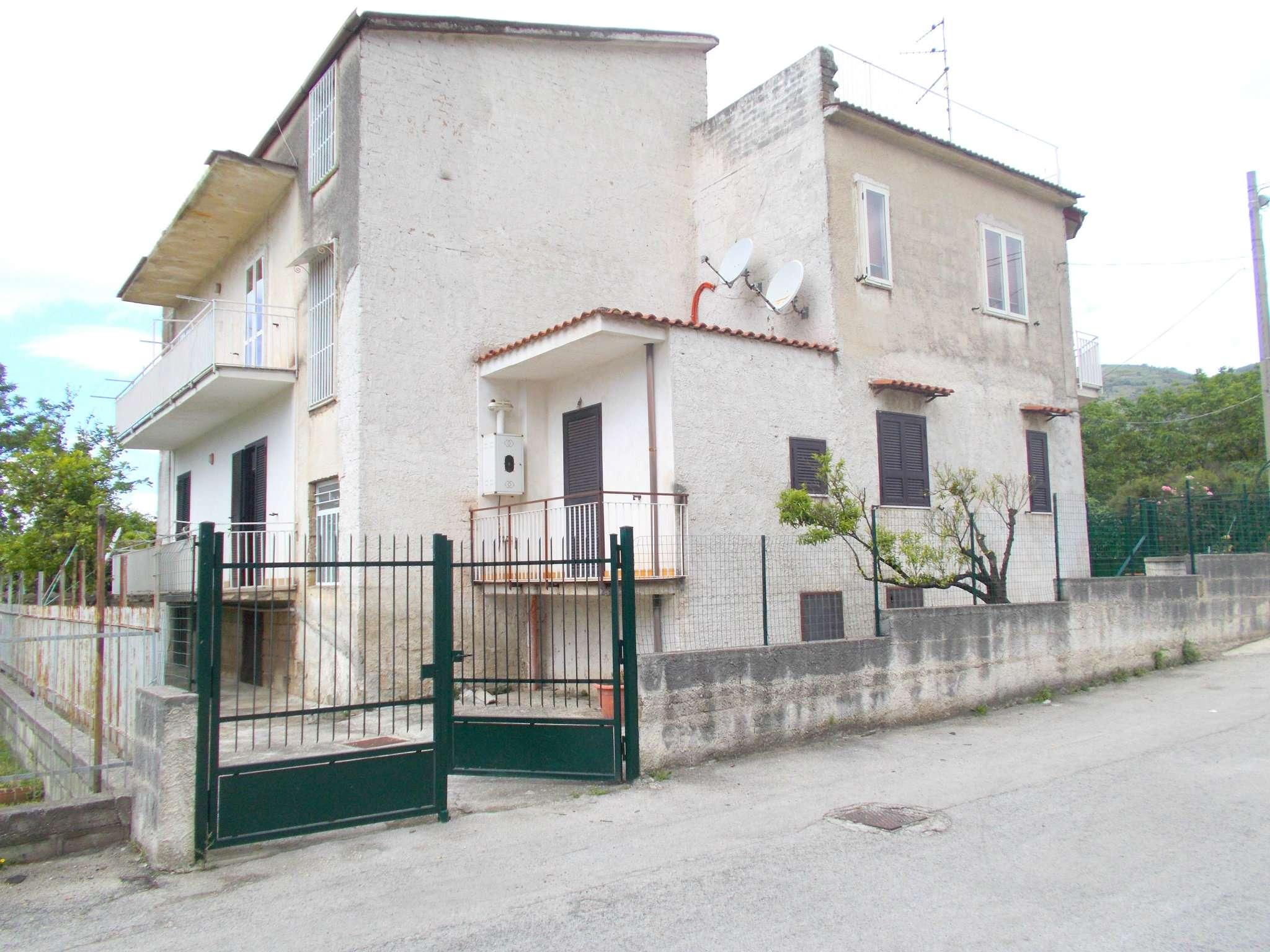 Appartamento in buone condizioni in vendita Rif. 6935241