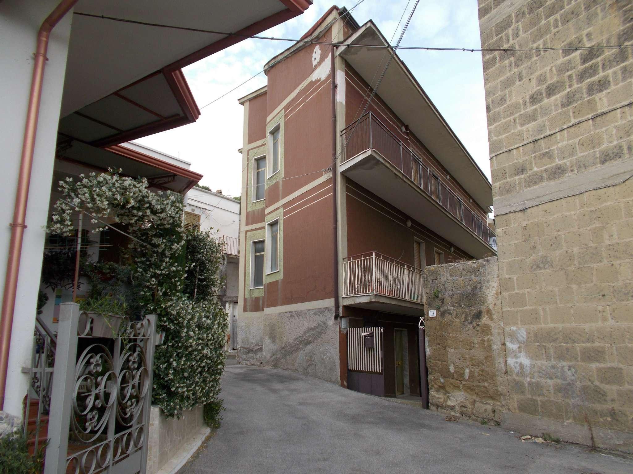 Appartamento in condizioni mediocri in vendita Rif. 6787213