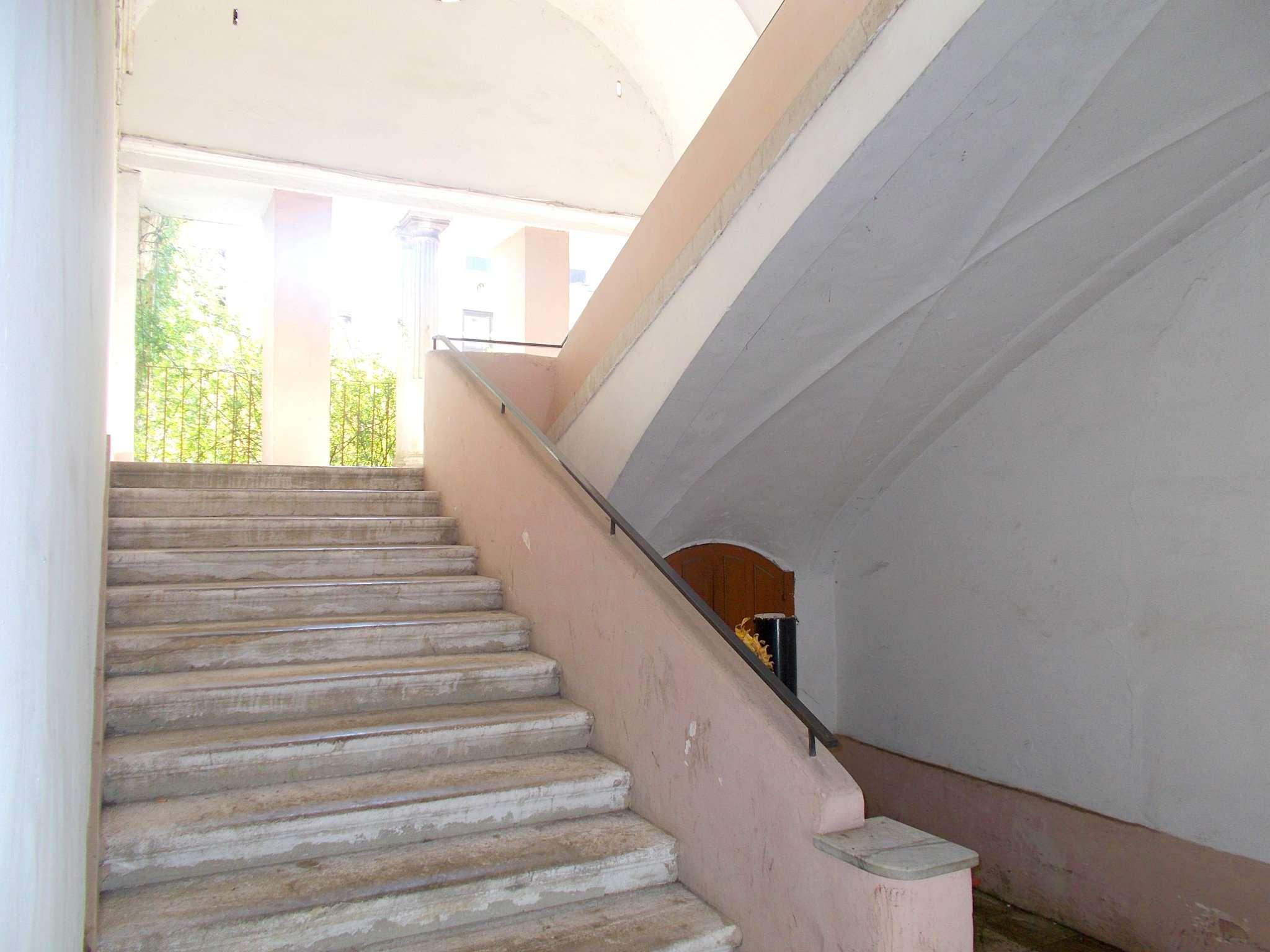Appartamento in buone condizioni in vendita Rif. 8140319
