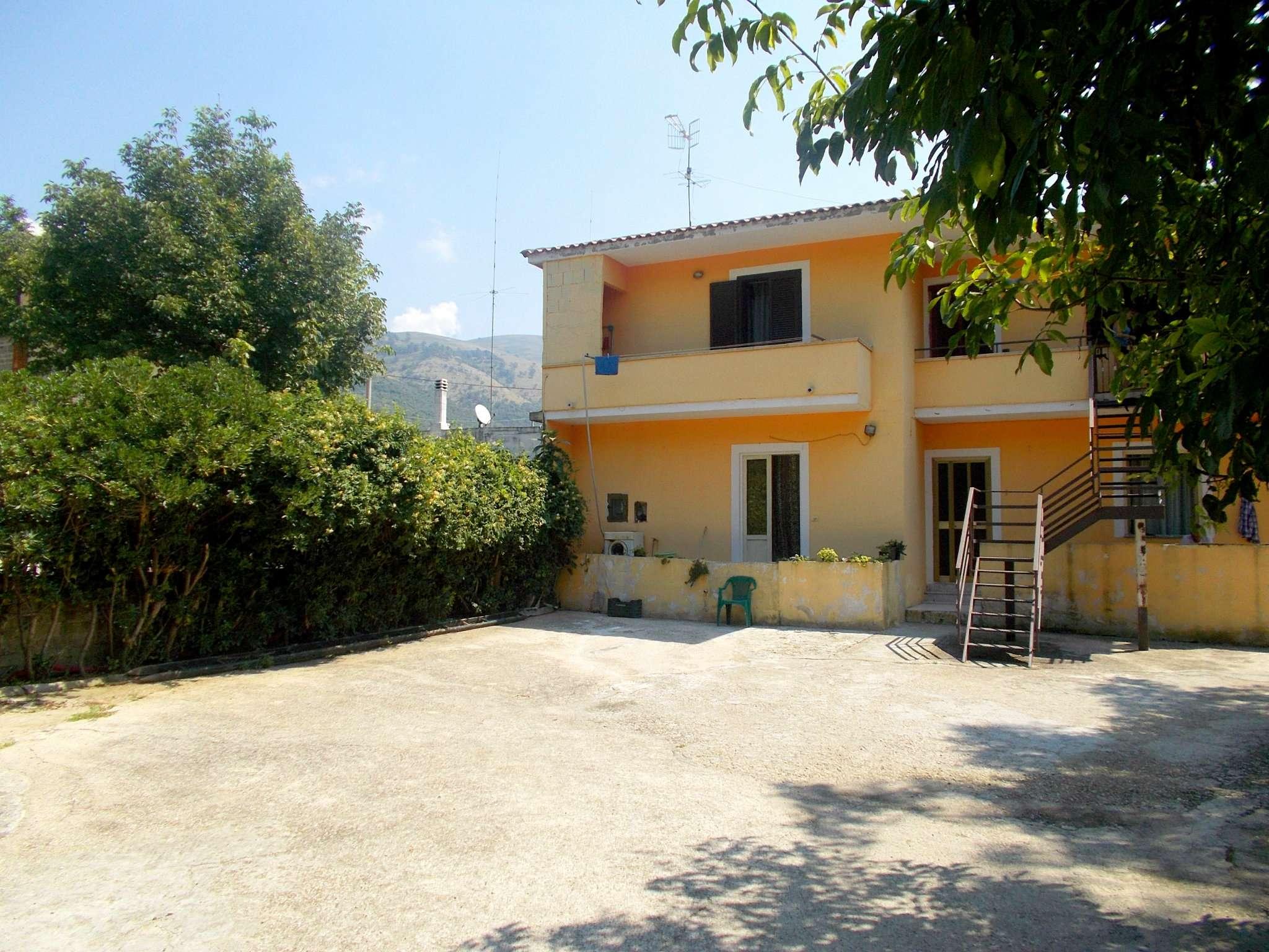 Soluzione Indipendente in vendita a Arienzo, 8 locali, prezzo € 120.000 | CambioCasa.it
