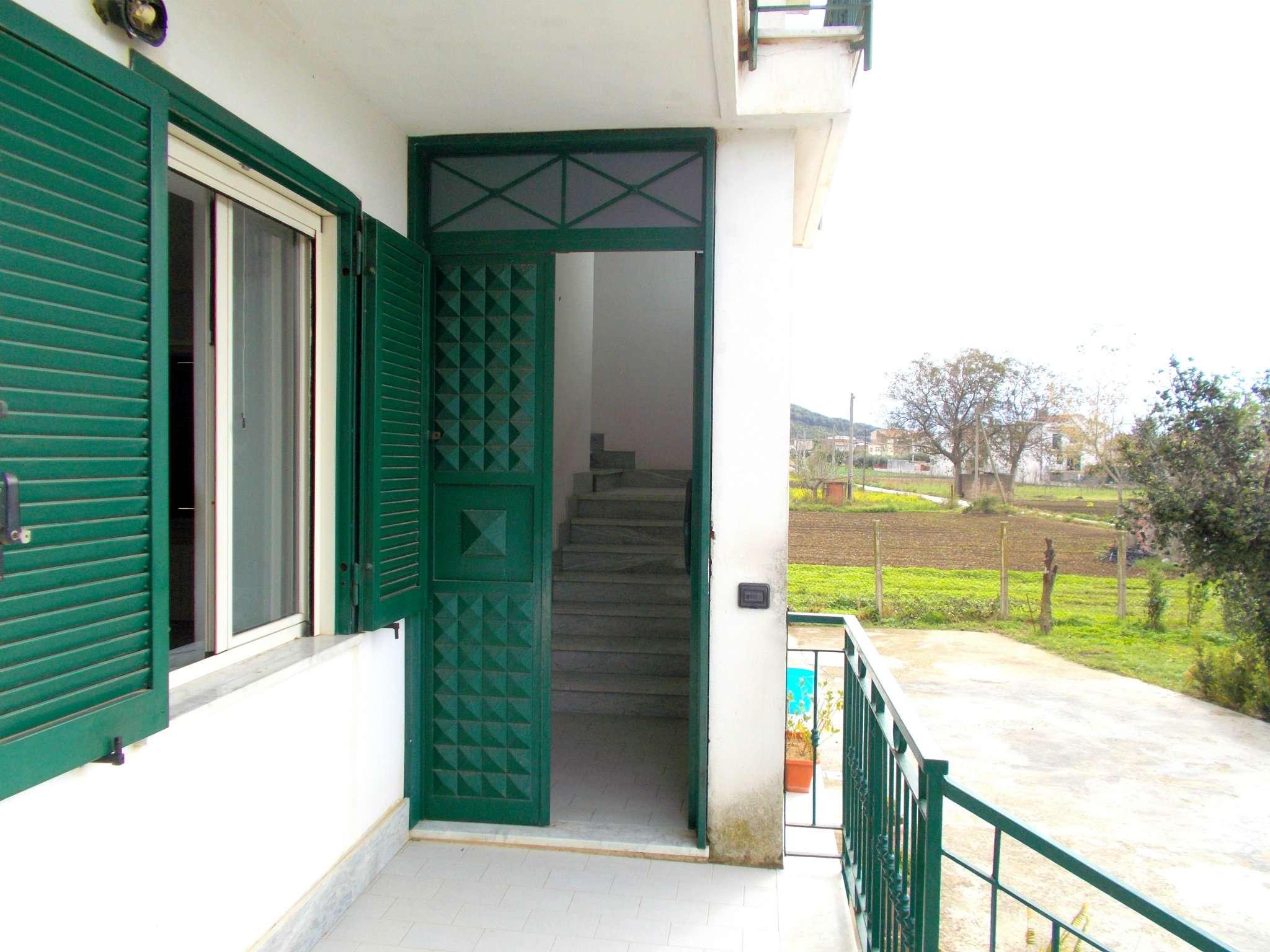 Soluzione Indipendente in affitto a San Felice a Cancello, 6 locali, prezzo € 350 | CambioCasa.it