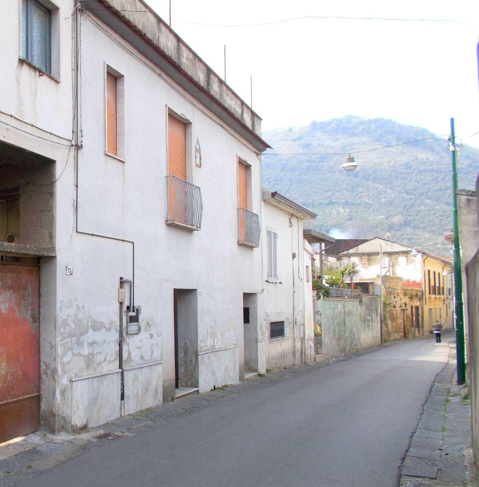 Soluzione Indipendente in vendita a Arienzo, 6 locali, prezzo € 70.000 | CambioCasa.it
