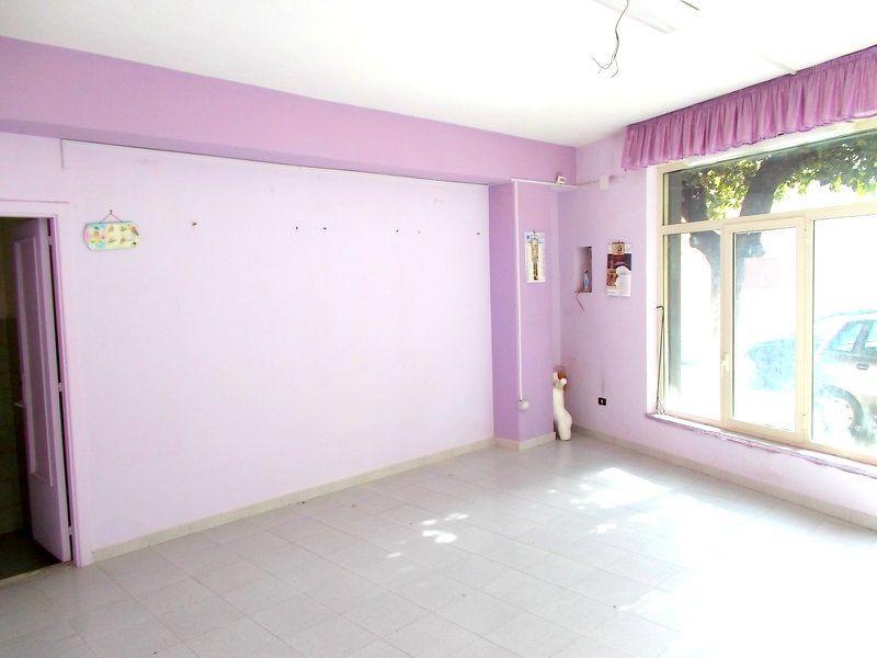 Negozio / Locale in affitto a Santa Maria a Vico, 9999 locali, prezzo € 200 | CambioCasa.it