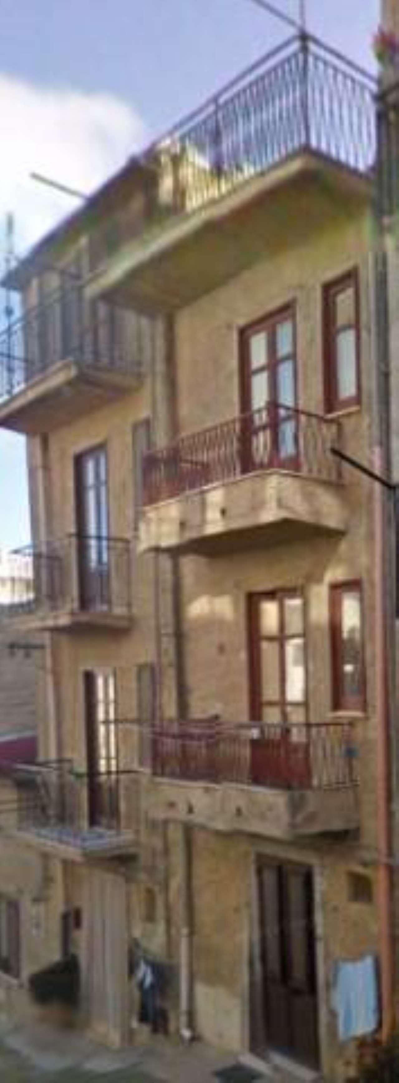 Stabile / Palazzo da ristrutturare arredato in vendita Rif. 8911776