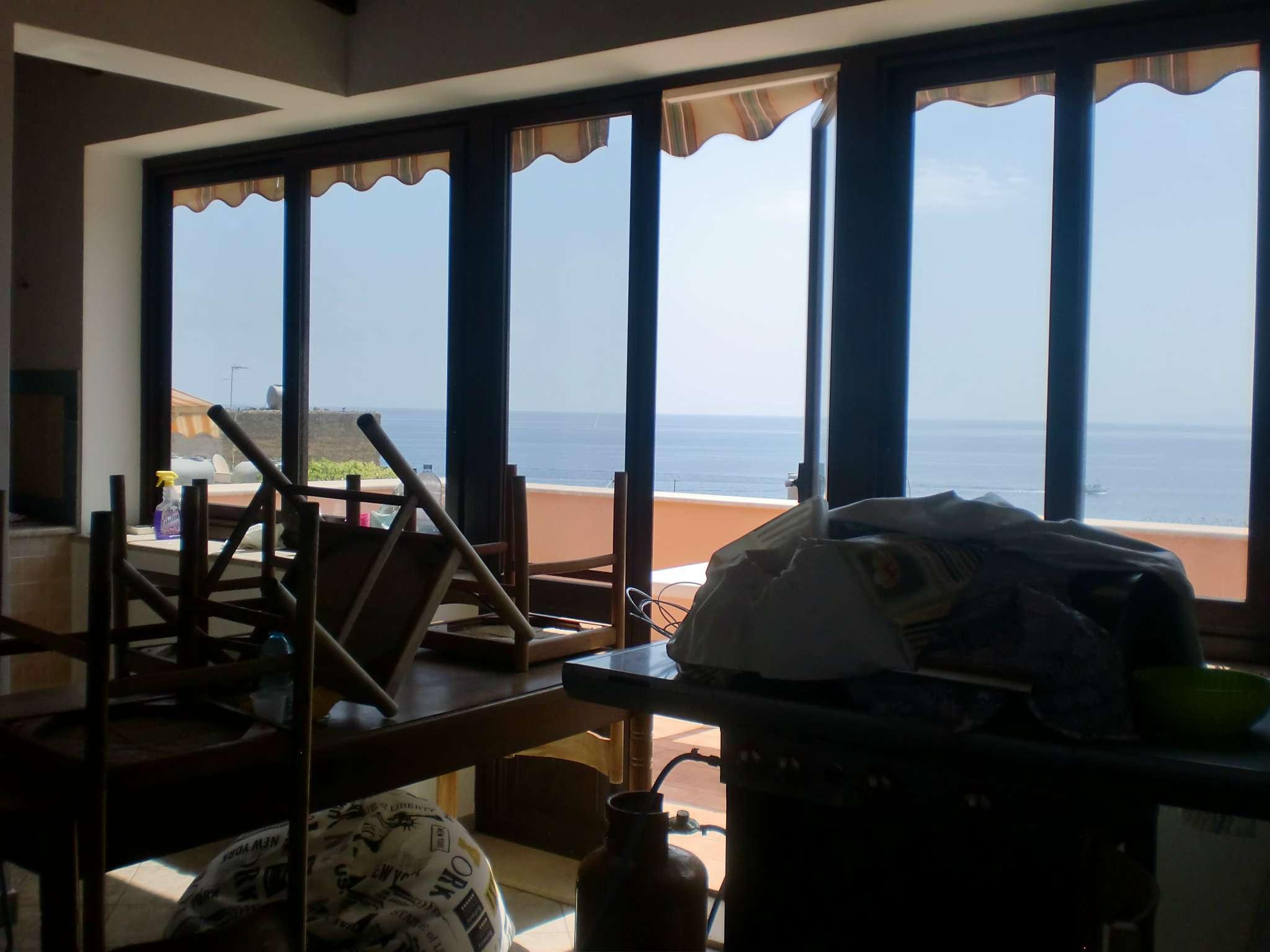 panoramico primo piano con terrazzo vista mare