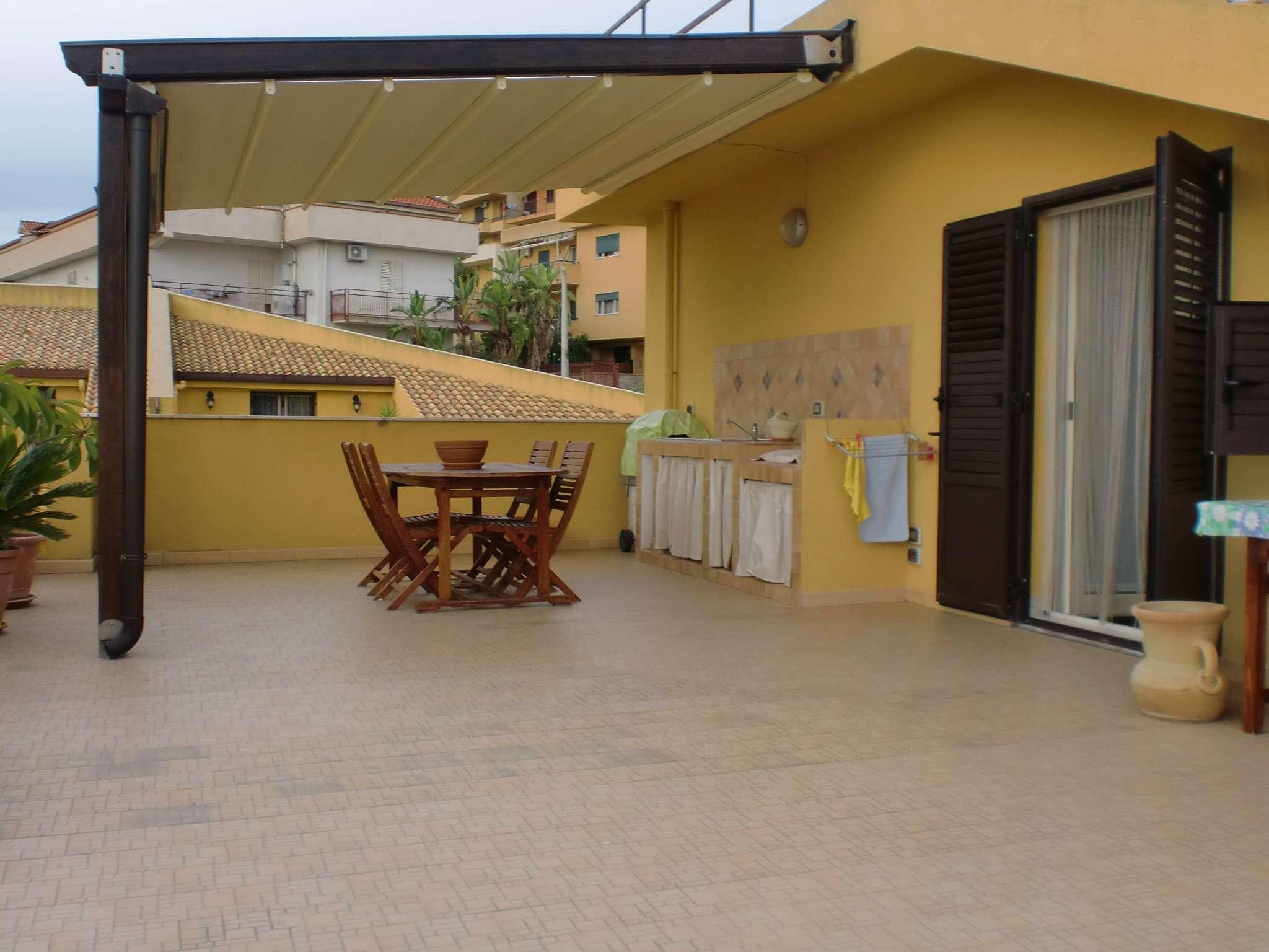Appartamento parzialmente arredato in vendita Rif. 7891220
