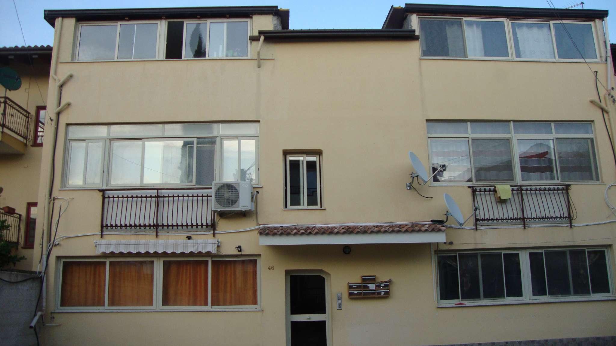 Appartamento in buone condizioni in affitto Rif. 8576618