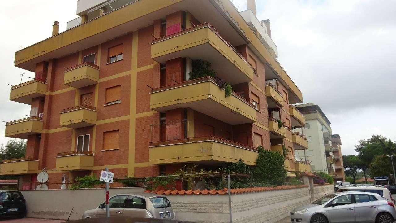 Appartamento in discrete condizioni in vendita Rif. 8381371