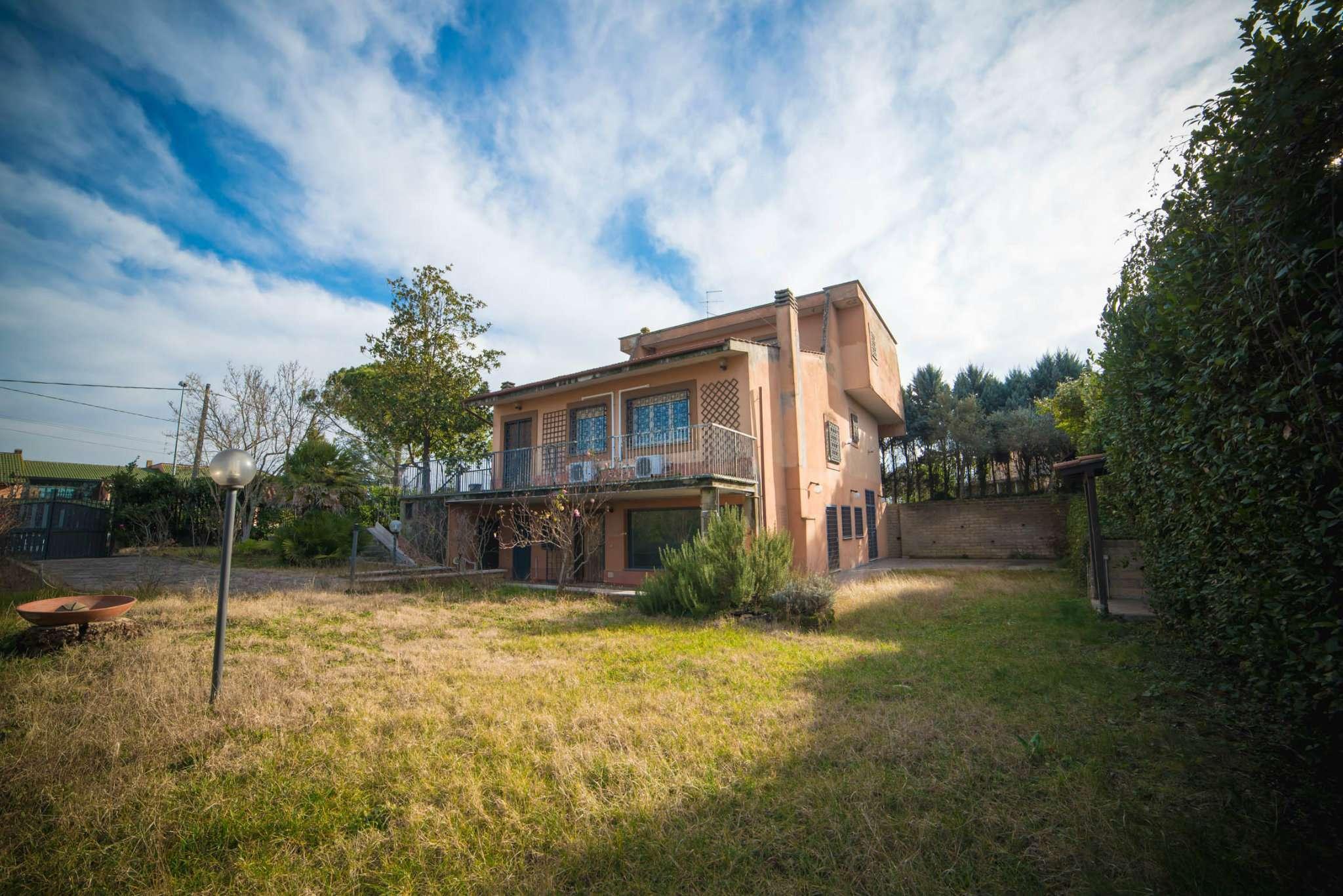 Villa in vendita a Castelnuovo di Porto, 10 locali, prezzo € 325.000 | CambioCasa.it