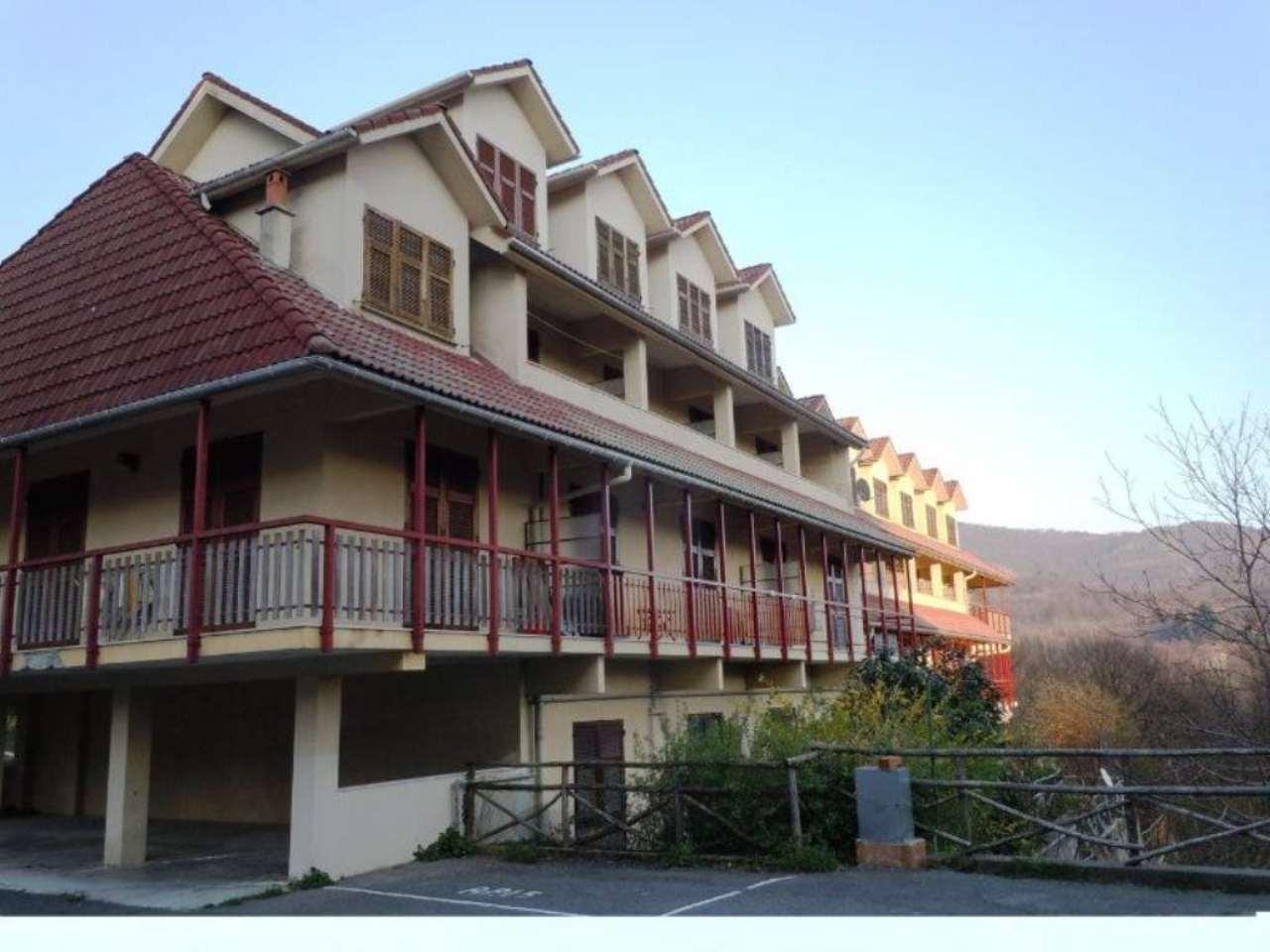 Appartamento in buone condizioni arredato in vendita Rif. 4982535